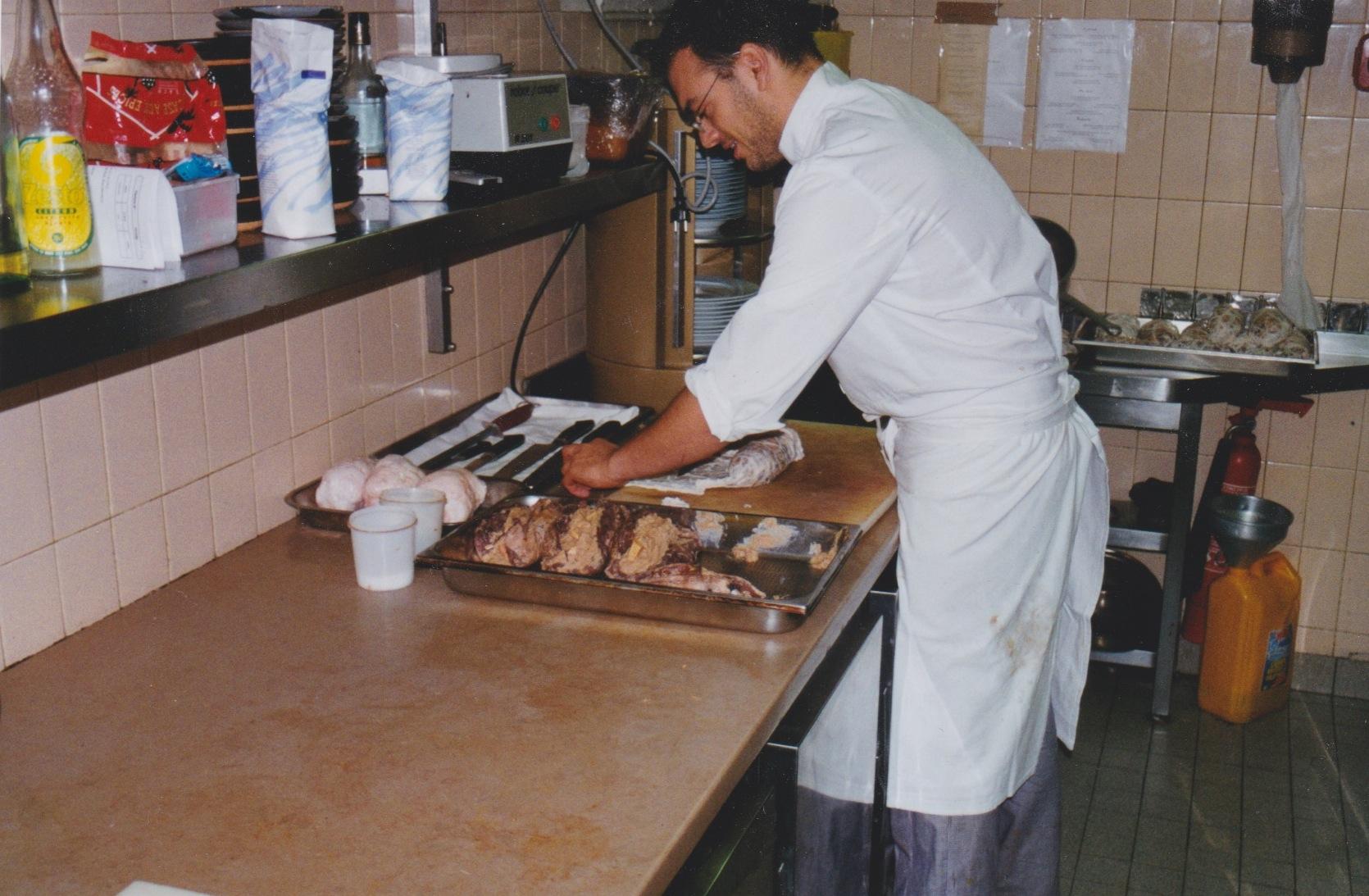 אצל רודולף, בתפקיד השף הראשון שלי...