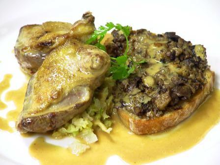 מטבח פשוט מופשע מהטעמים של דרום צרפת וספרד.